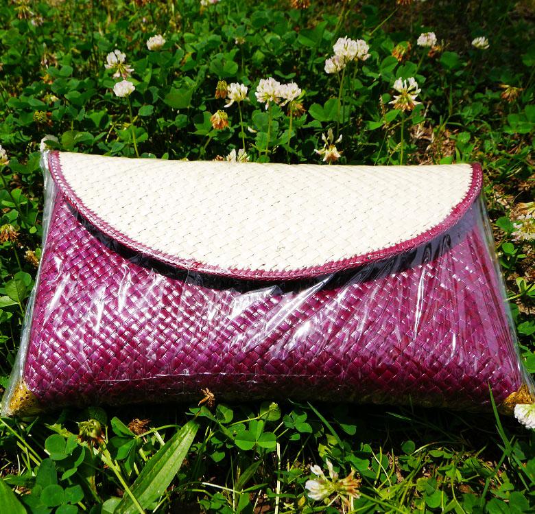 太陽の似合う上品な紫のクラッチバッグ インドネシア製